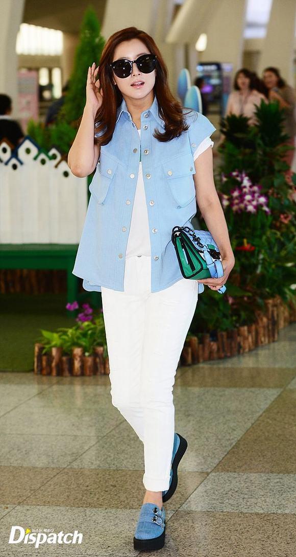 Kim Hee Sun ở sân bay 6