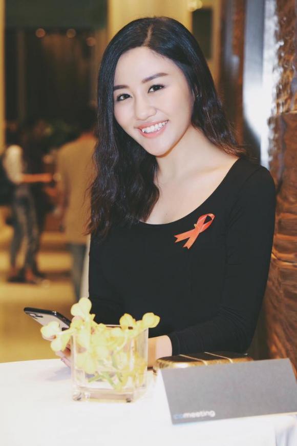 Cằm nhọn hoắt và thân hình gầy đi trông thấy của Văn Mai Hương