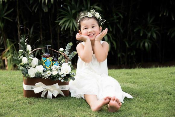 Con gái Jennifer Phạm xinh đẹp, đáng yêu như thiên thần