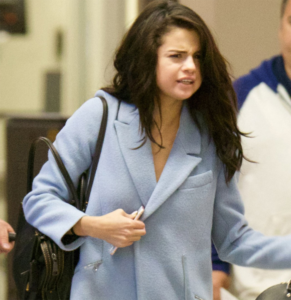 Khó nhận ra Selena Gomez với gương mặt bơ phờ và cằm ngấn mỡ