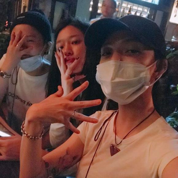 Hé lộ loạt ảnh 2 thành viên Seolhyun và Jimin của AOA trong chuyến du lịch tại Đà Nẵng