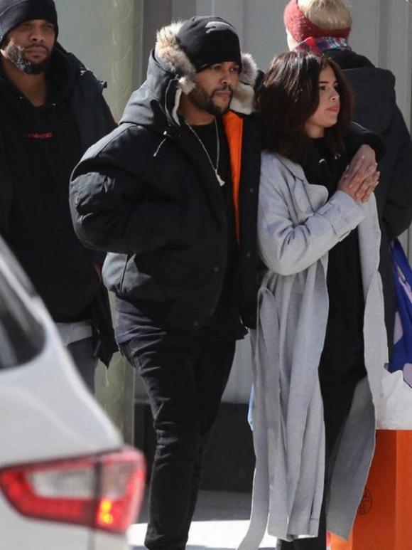 Hạnh phúc bên tình yêu mới nhưng Selena Gomez bị bóc mẽ loạt ảnh 'mặt ngấn mỡ'