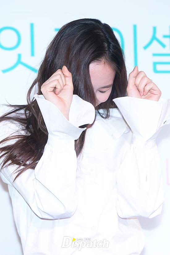 Diện đồ giản dị, Krystal Jung vẫn xinh đẹp lạ thường