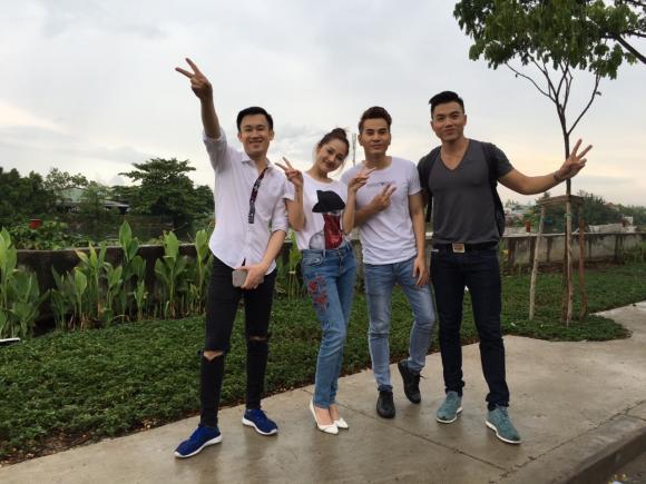 Bảo Anh, Dương Triệu Vũ hào hứng vào bếp nấu cơm từ thiện