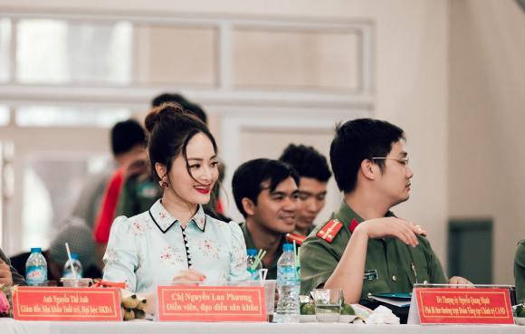 Diễn viên Lan Phương xinh đẹp làm giám kháo Liên hoan Dân vũ