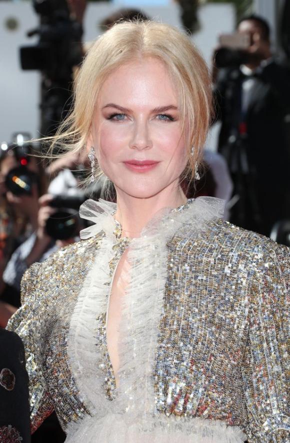 """""""Thiên nga Úc"""" Nicole Kidman và """"công chúa"""" Elle Fanning đẹp lung linh trên thảm đỏ LHP Cannes"""
