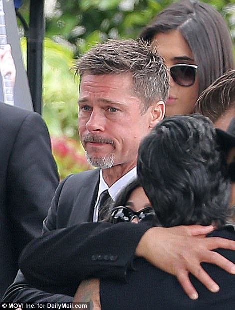Với hình ảnh này Angelina Jolie bị nghi nhận thêm con nuôi