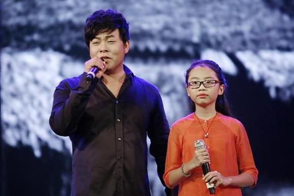 Con gái nuôi bị chê ngày càng hở hang, Quang Lê nóng mặt phản pháo
