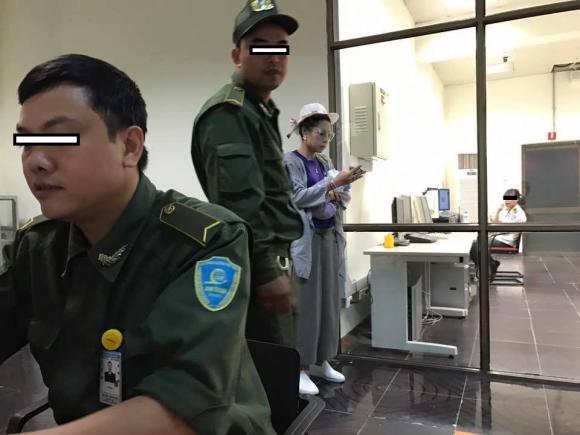Bella mang theo 'vũ khí nguy hiểm', làm loạn cả sân bay Nội Bài