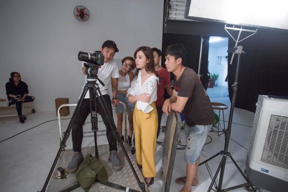 """Midu xinh đẹp """"xuất thần"""" trong buổi shooting bên những mỹ nhân team Lan Khuê tại The Face"""