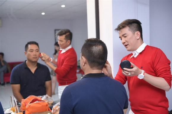 """Bận đến quên ăn nhưng Đàm Vĩnh Hưng vẫn dành thời gian cho """"gà cưng"""" ở Tuyệt Đỉnh Song Ca"""