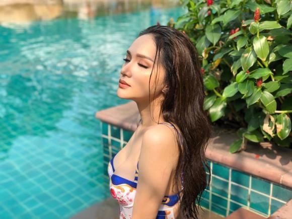 Chưa đến hè 2018, mỹ nhân Việt đã đua nhau diện bikini 'đốt mắt' người nhìn