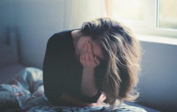 Nửa đêm bị chồng giật tóc lôi dậy tát tới tấp vì tội ngoại tình, vợ phản ứng bất ngờ