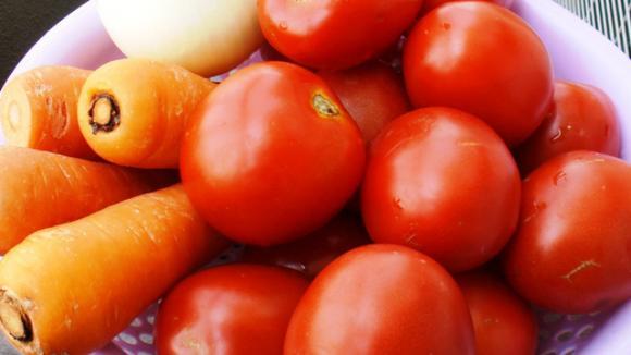 thực phẩm kiêng chế biến chung với cà chua, cà chua thành độc khi nấu chung với một số thực phẩm, cà chua và dưa chuột