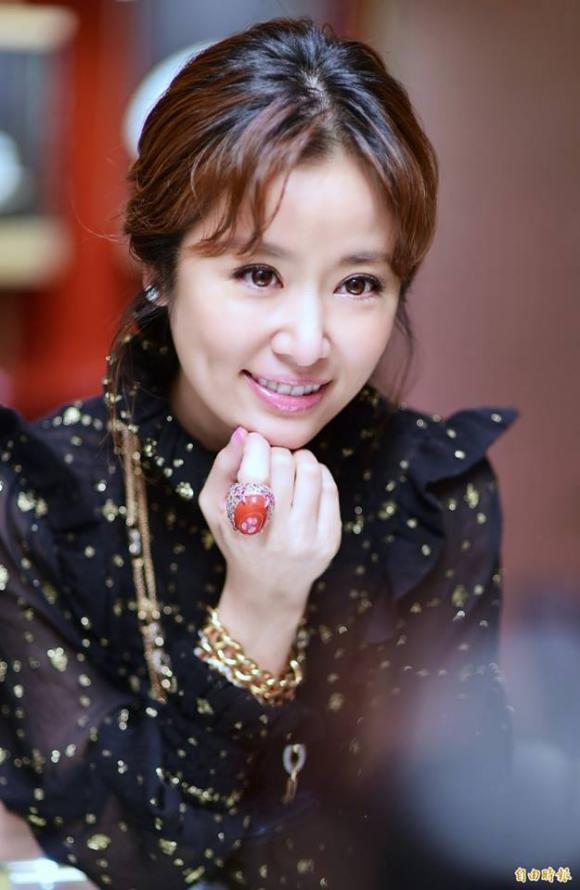 diễn viên Lâm Tâm Như, lâm tâm như khoe chân thon, lâm tâm như táo bạo