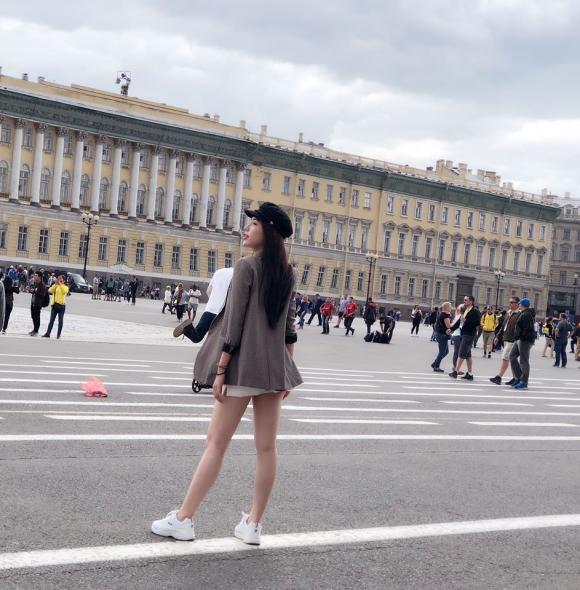 Á hậu biển Khánh Phương sang Nga để cổ vũ World Cup 2018