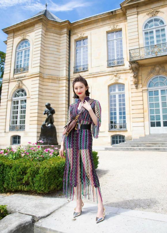 Siêu mẫu gốc Việt chơi trội khi cùng Katie Holmes, Cảnh Điềm tham dự show thời trang tại Paris