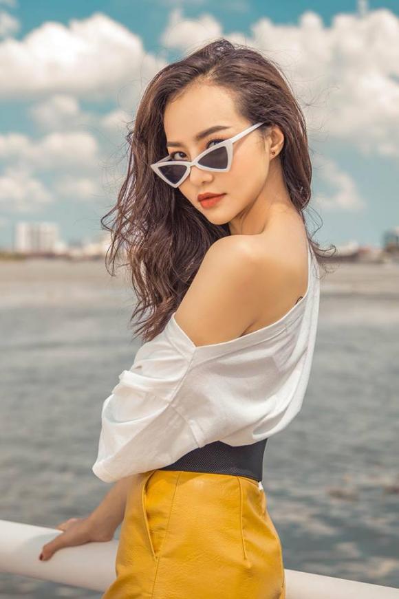 Hoa hậu Kiều Ngân cá tính, không kém phần gợi cảm khi diện đồ hàng hiệu