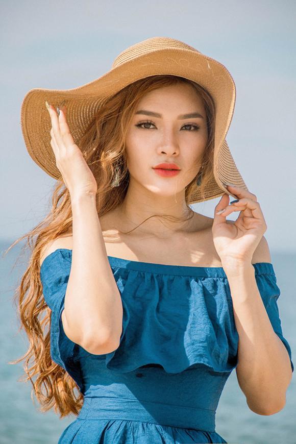 Khoe đường cong nóng bỏng, Phương Trinh Jolie thiêu đốt mùa hè