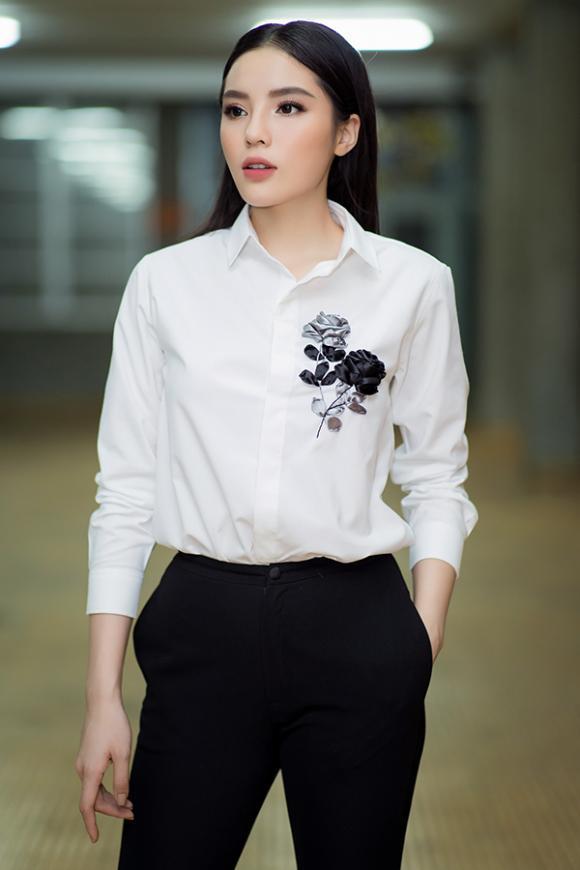 Kỳ Duyên diện áo sơ mi trắng, giản dị nhưng đầy khí chất tại sự kiện