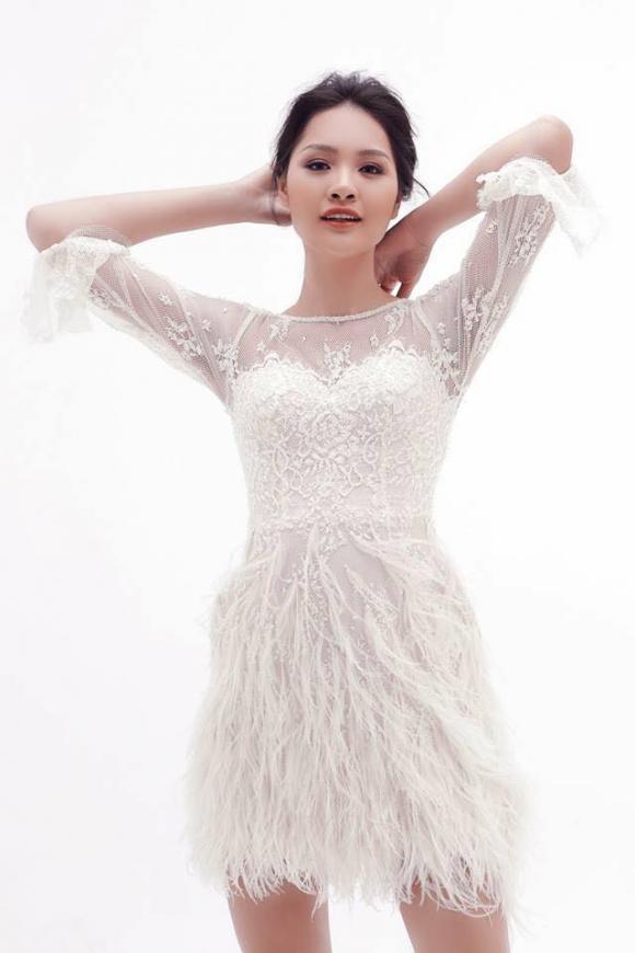 Hoa hậu Hương Giang xinh đẹp mong mang khi diện trang phục xuyên thấu