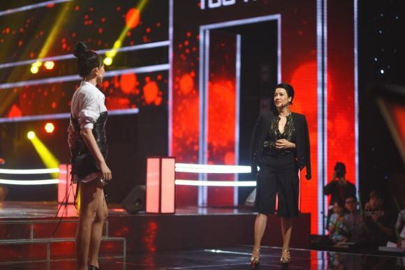 Giọng hát Việt 2018: Thu Phương cởi áo khoác, Tóc Tiên tháo găng tay để 'oản tù xì'
