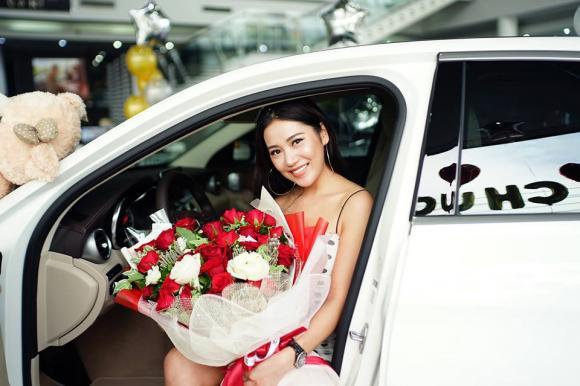 Hot girl Milan Phạm tậu xế hộp tiền tỉ nhân dịp sinh nhật