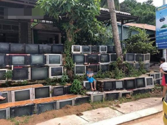 hàng rào độc đáo, hàng rào từ tivi cũ, chuyện lạ ở việt nam