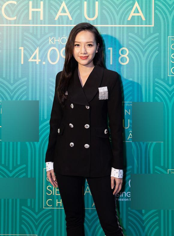 Hoàng Bách diện sơ mi giản dị, Băng Di cực sang chảnh với cây vest dự ra mắt phim