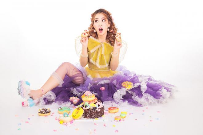 Mừng sinh nhật chính mình, Puka 'quậy tưng' trong bộ ảnh mới đầy sắc màu