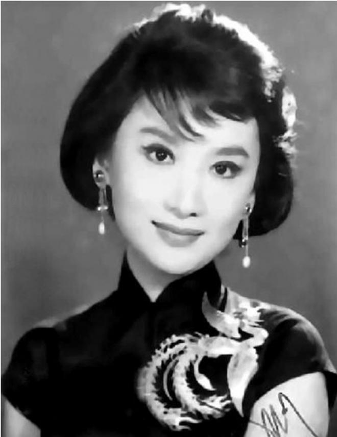 Kim Dung, Nhà văn Kim Dung qua đời, những người vợ của Kim Dung, Sao hoa ngữ