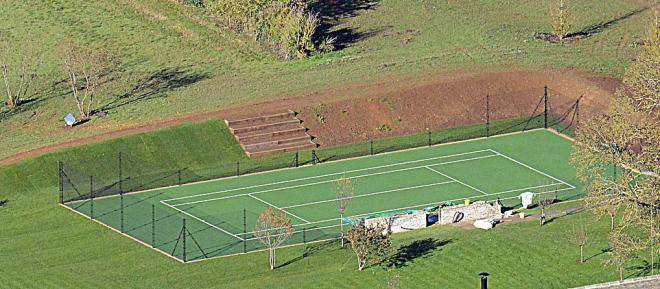 victoria beckham, romeo beckham, sân cỏ nhân tạo, biệt thự của david beckham