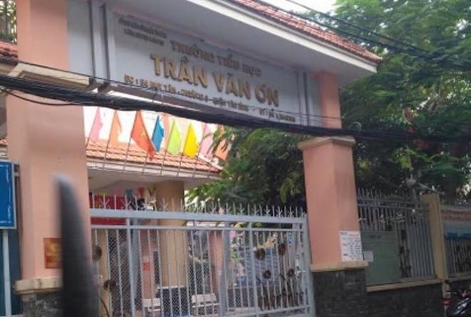 Cô giáo tiểu học bị đình chỉ vì phạt học sinh tự tát 32 cái