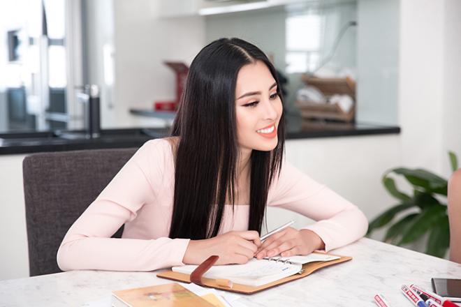Hoa hậu Tiểu Vy, sao việt