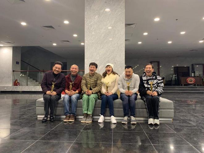 Xuân Bắc hé lộ hình ảnh buổi tập đầu tiên của Táo Quân 2018: 'Đeo kính cả rồi các anh ạ, 16 năm một chương trình'