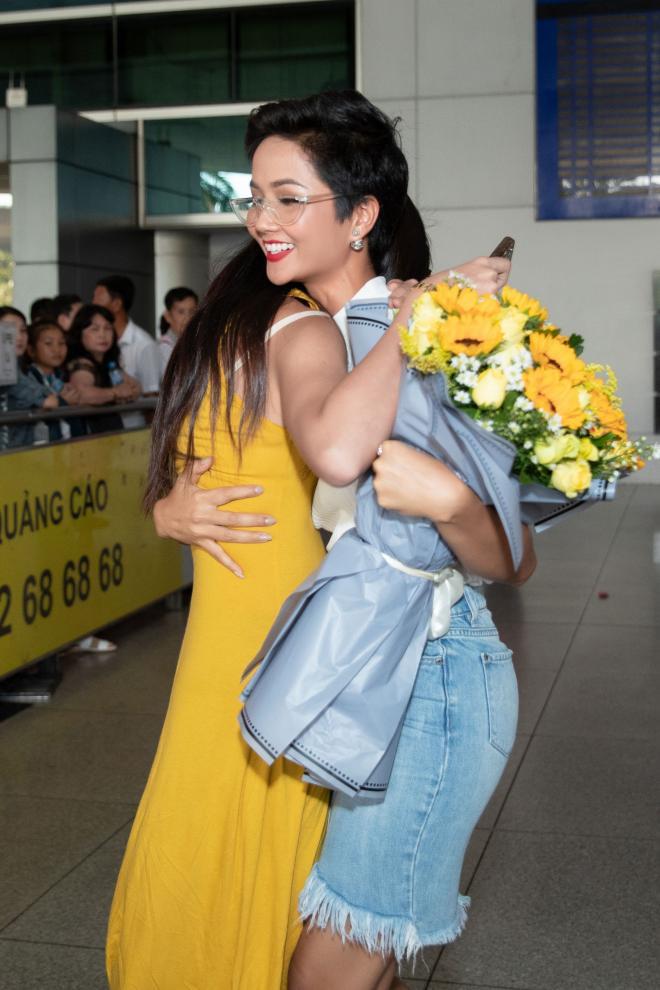 Hoa hậu Hoàn vũ Nhật Bản, H'Hen Niê, sao việt