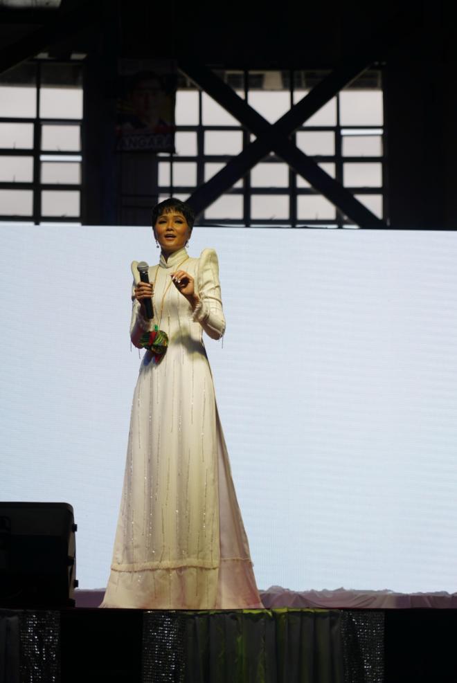 H'Hen Niê,Hoa hậu Hoàn vũ,sao Việt