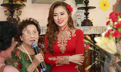 Hoa hậu Kim Yến được ba mẹ Hoài Linh chủ hôn cho con trai rước về dinh