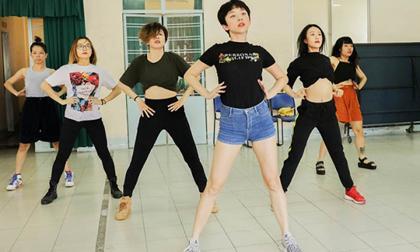 Tạm ngưng diễn một tuần, Tóc Tiên tập luyện tiết mục đặc biệt dành riêng sân khấu MAMA 2017