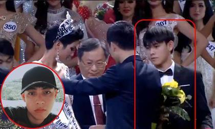 """Chỉ xuất hiện vài giây nhưng """"trai đẹp cầm hoa"""" được dân mạng truy lùng không kém Tân Hoa hậu Hoàn vũ"""
