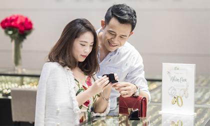 MC Đức Bảo cùng bạn gái BTV xinh đẹp chọn nhẫn cưới tại Phú Quý