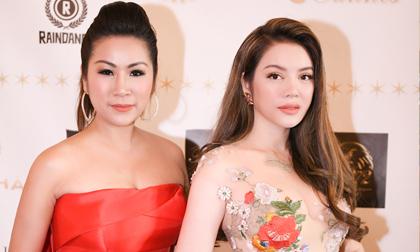 Cindy Trần Mai Anh đọ dáng với Lý Nhã Kỳ tại Pháp