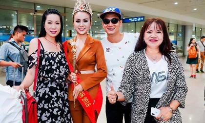 Hoa hậu Trương Nhân được fans hâm mộ bủa vậy tại sân bay