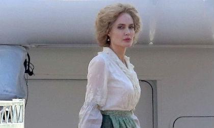 """Angelina Jolie với tạo hình mới lạ trên phim trường """"tiền truyện"""" của Peter Pan"""
