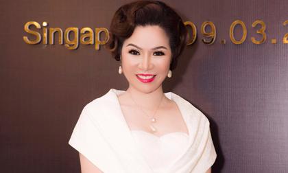 """Bất ngờ trước vẻ đẹp thanh tú của Hoa hậu Bùi Thị Hà tại """"Đêm hội chân dài 12"""""""