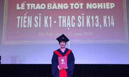 Diễn viên Nguyệt Hằng nhận bằng Thạc sĩ sau khi sinh con thứ 4 được hơn 1 tháng