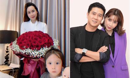 Hồ Hoài Anh gây bất ngờ khi tặng hoa và nhẫn cho Lưu Hương Giang nhân kỉ niệm 9 năm ngày cưới