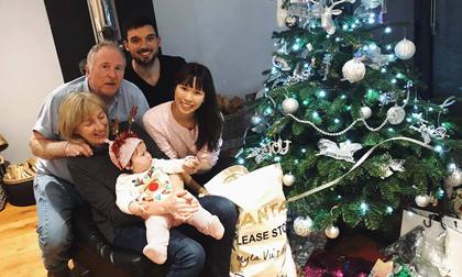Năm đầu đón Giáng sinh cùng ông bà nội ở Anh, con gái Hà Anh cực bụ bẫm đáng yêu