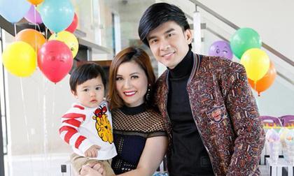Gần 2 tuổi, con trai Thiên Từ đã biết kiếm tiền cho bố mẹ