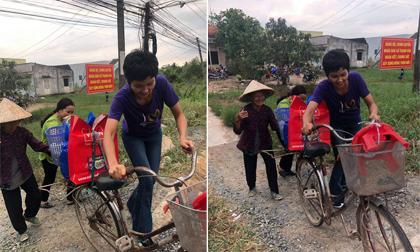 """H""""Hen Niê được khen là """"Hoa hậu Quốc dân"""" nhờ hành động dắt xe đạp giúp cụ bà qua đường"""